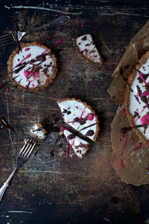 Vegan Custard Vanilla Tart, Birthday and Epic Giveaway @ www.Earthsprout.com